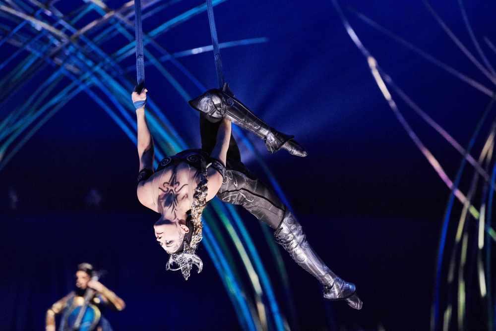 AMA_019_MM60993_Aerial Strap_Photo Markus Moellenberg © 2016 Cirque du Soleil