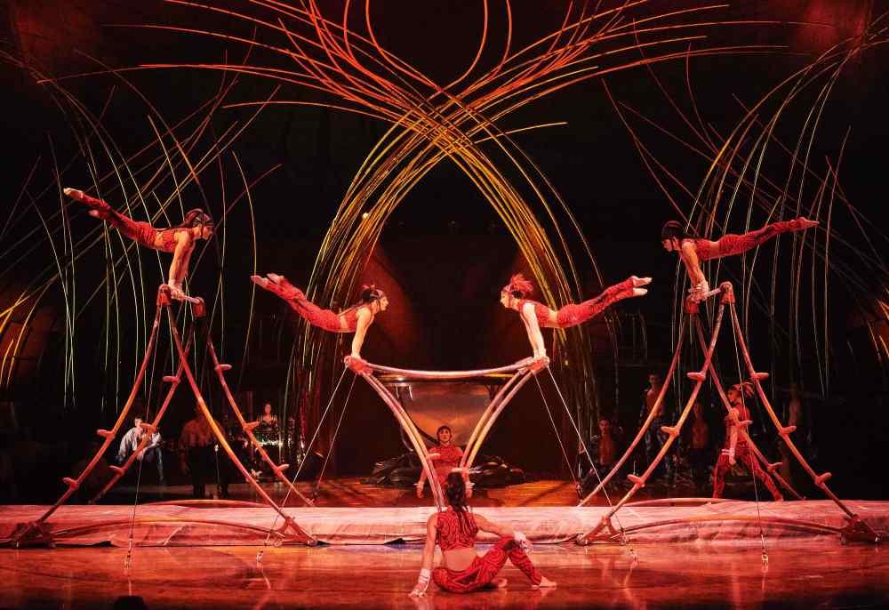 AMA_069_MM72648_Uneven Bars_Photo Markus Moellenberg © 2016 Cirque du Soleil